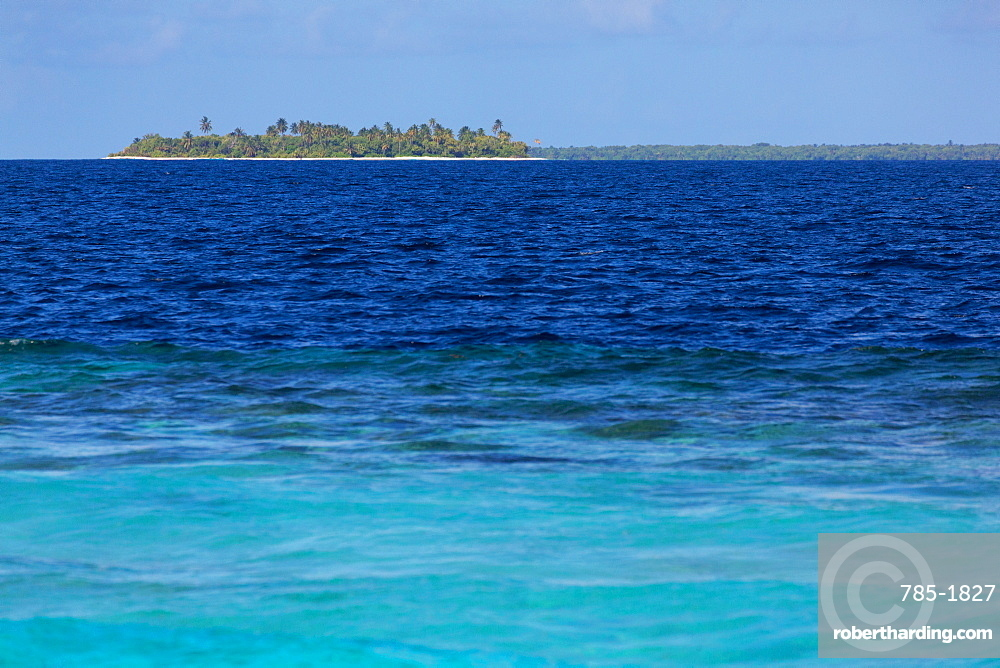 A deserted tropical island in the Indian Ocean in the Northern Huvadhu Atoll, Maldives, Indian Ocean, Asia