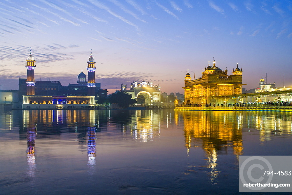 The Golden Temple (Harmandir Sahib) and Amrit Sarovar (Pool of Nectar) (Lake of Nectar), illuminated at dusk, Amritsar, Punjab, India, Asia
