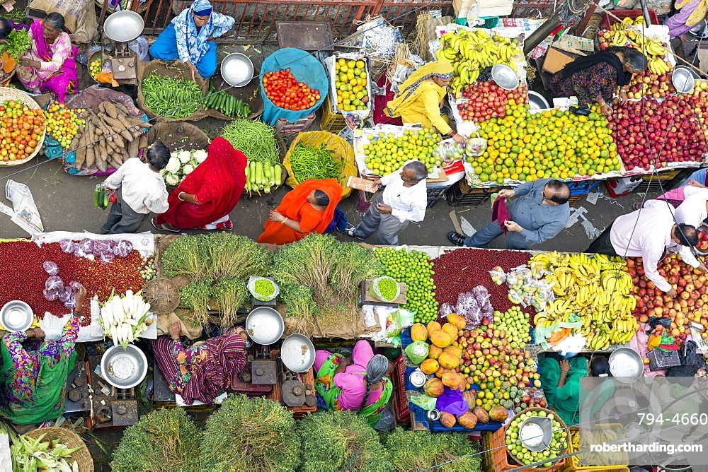 Fruit and vegetable market in the Old City, Udaipur, Rajasthan, India, Asia