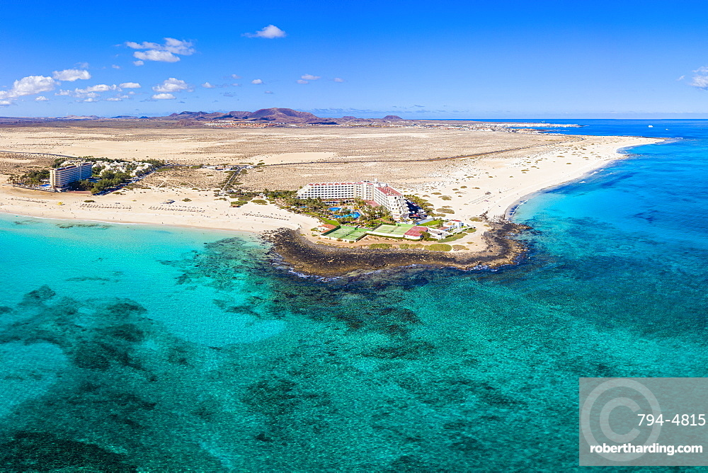 Spain, Canary Islands, Fuerteventura, Parque Natural de Corralejo, beach and resort near Corralejo