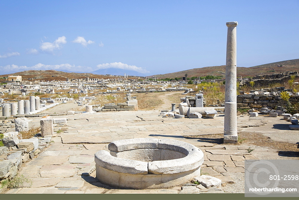 Ancient Well, Delos Island, UNESCO World Heritage Site, Cyclades Group, Greek Islands, Greece, Europe