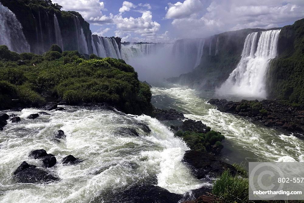 The Falls at Foz do Iguacu, Iguacu National Park, UNESCO World Heritage Site, Brazil, South America