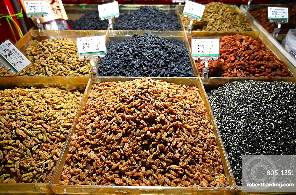 Locally grown grapes dried into raisins and sultanas, for sale in Shazhou market, Dunhuang, Gansu, China, Asia