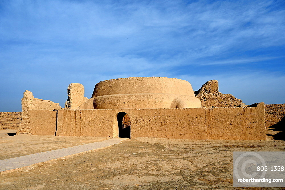 Mosque in the ruined ancient Silk Road oasis city of Gaochang, Taklamakan desert, Xinjiang, China, Asia