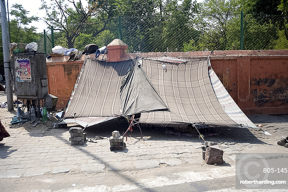 Street slum dwellings in Jaipur, Rajasthan, India, Asia