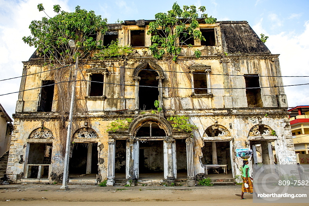 Rundown colonial house in Grand Bassam, UNESCO World Heritage Site, Ivory Coast, West Africa, Africa