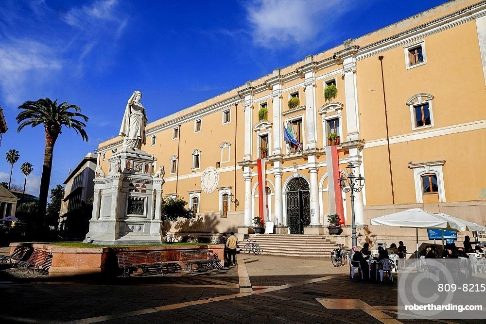 Statue of Eleonora d'Arborea and Palazzo degli Scolopi town hall on Piazza Eleonora, Oristano, Sardinia, Italy