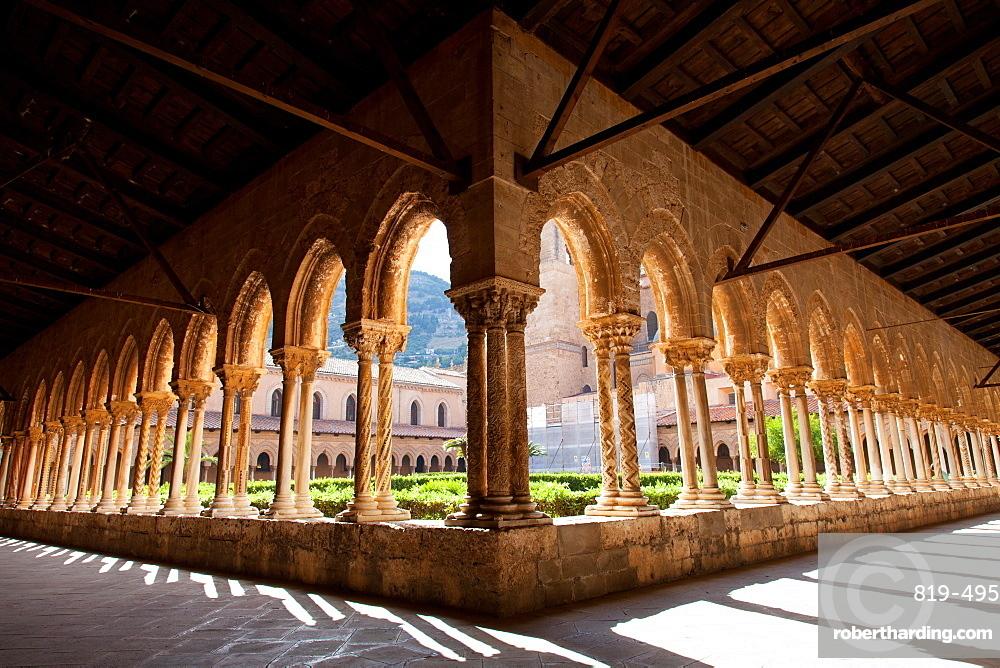 Santa Maria Nuova Cathedral, the cloister, Monreale, Palermo, Sicily, Italy, Europe