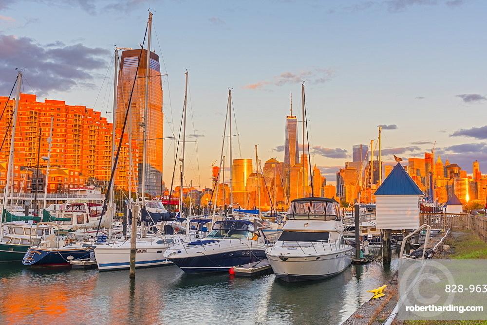 Paulus Hook, Morris Canal Basin, Liberty Landing Marina, New York skyline of Manhattan, Lower Manhattan and World Trade Center, Freedom Tower beyond, Jersey City, New Jersey, United States of America, North America