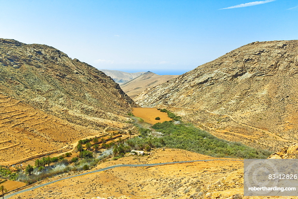 Penitas Ravine with dam and lake, popular hike in the eastern highlands, Vega de Rio Palmas, Fuerteventura, Canary Islands, Spain, Atlantic, Europe
