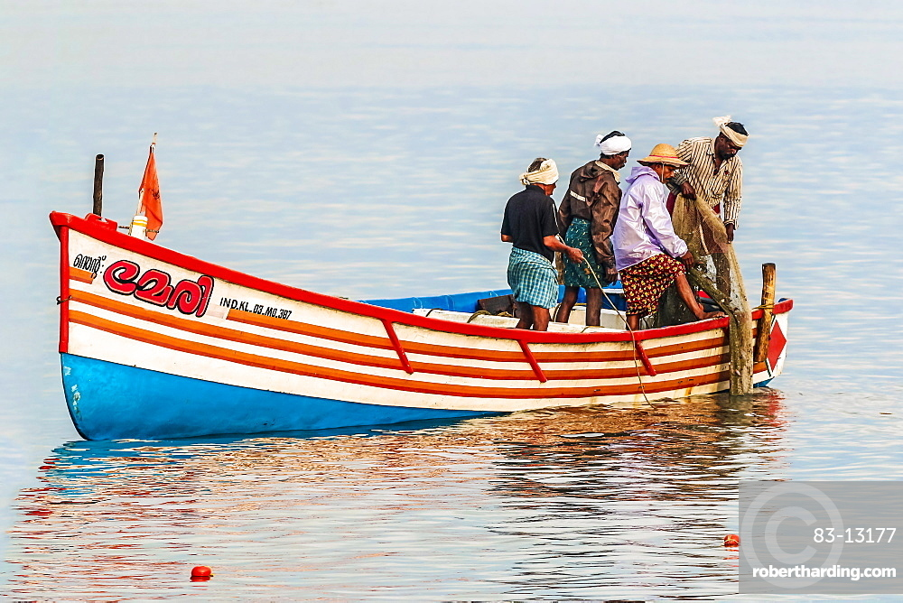 Fishermen pulling in net from the Arabian Ocean just off popular Marari Beach, Mararikulam, Alappuzha (Alleppey), Kerala, India, Asia