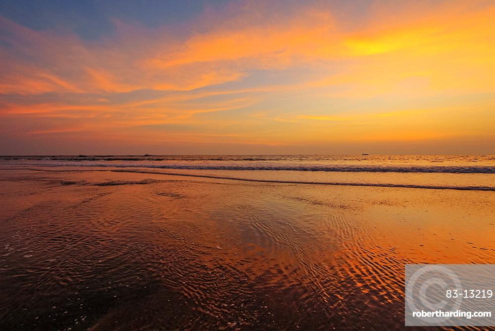 Stunning sunset on lovely unspoilt Kizhunna Beach, south of Kannur on the state's north coast, Kannur, Kerala, India, Asia