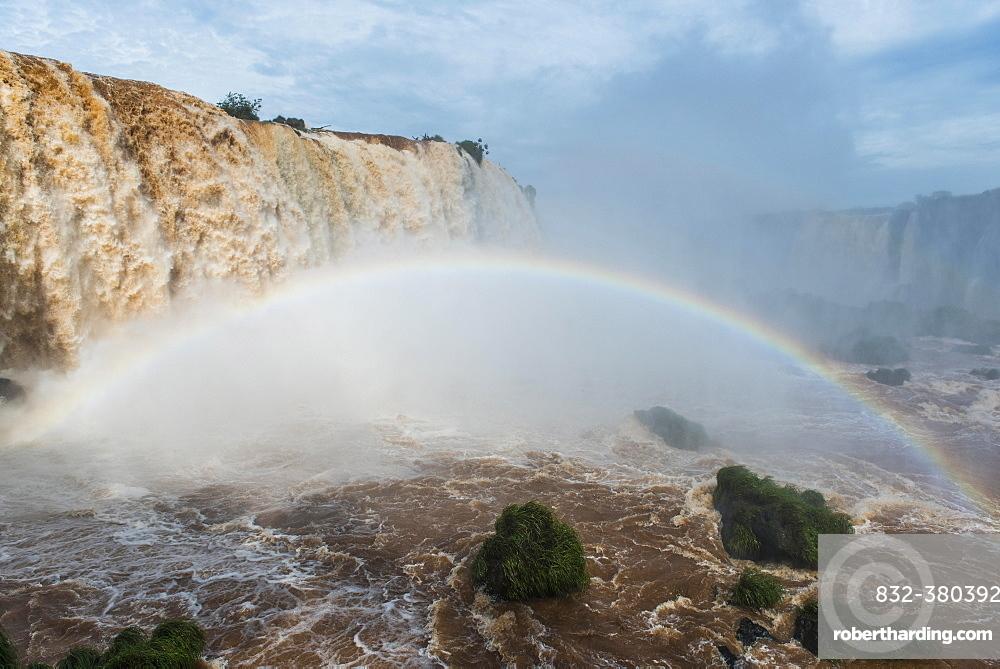 Rainbow, Iguazú Falls, Iguazú River, border between Brazil and Argentina, Foz do Iguaçu, Paraná, Brazil, South America