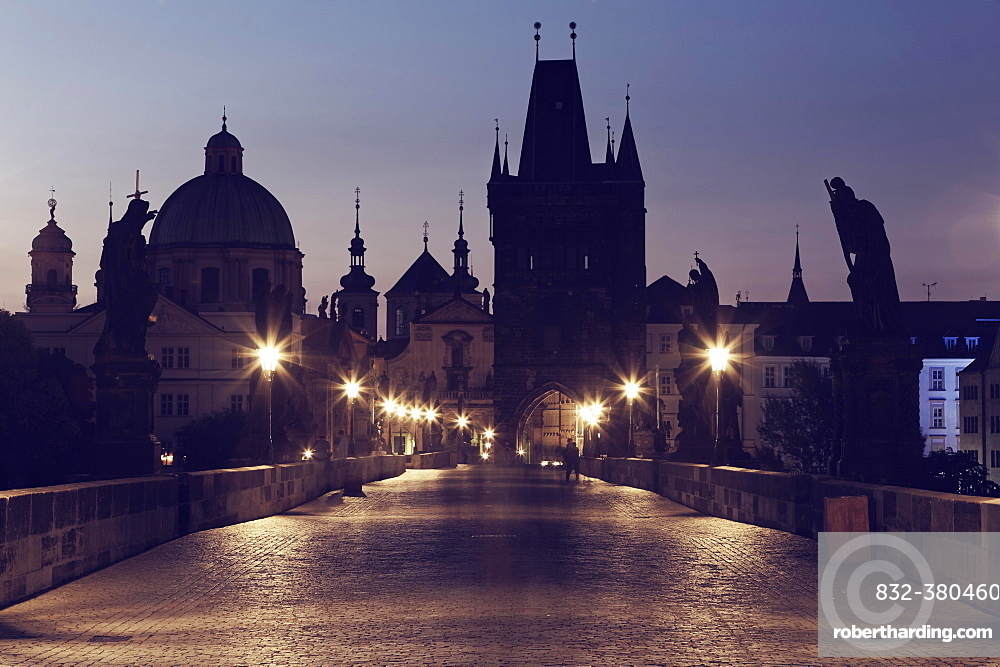 Charles Bridge, Karluv most, on the Vltava River, UNESCO World Heritage Site, with Old Town Bridge Tower and Church of St. Francis Seraph, Prague, Czech Republic, Europe