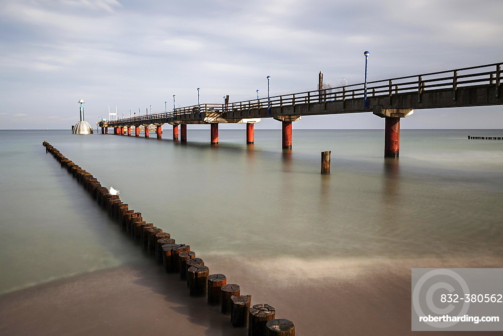 Groynes, wooden stages and pier with diving gondola, long time exposure, Zingst, Fischland-Darß-Zingst, Western Pomerania Lagoon Area National Park, Mecklenburg-Western Pomerania, Germany, Europe