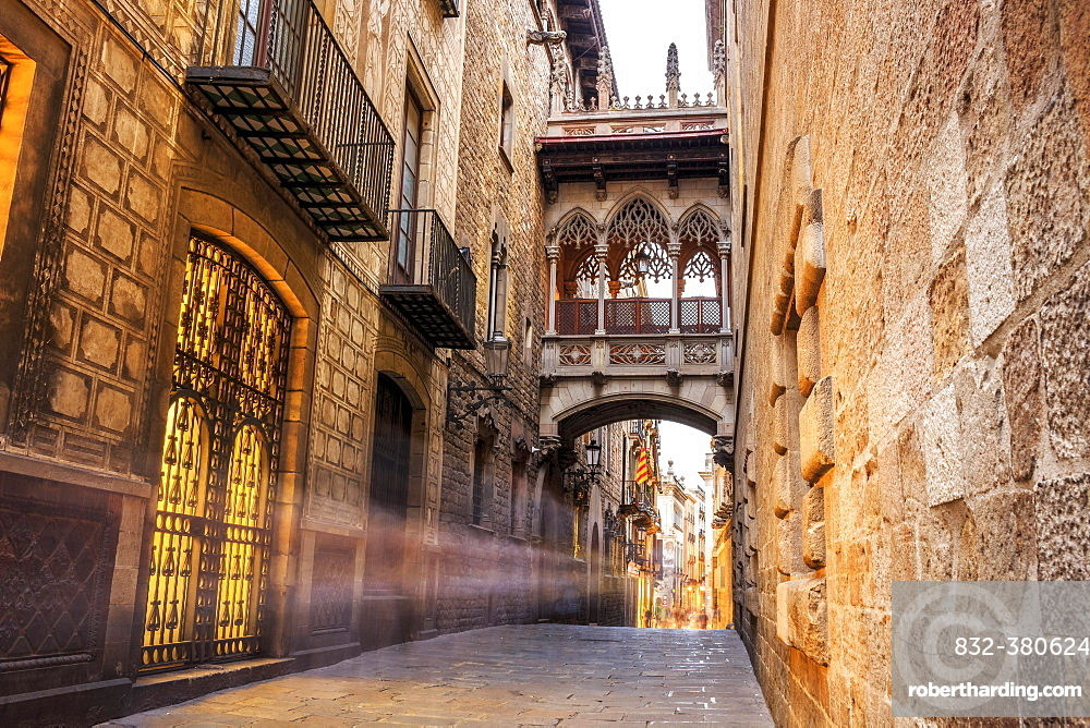 Bridge between buildings in Barri Gotic quarter, Barcelona, Spain, Europe