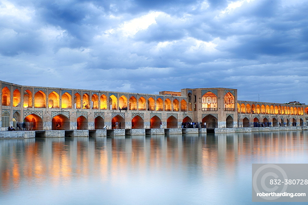Illuminated Khaju Bridge, Pol-e Ch?dschu Bridge, Isfahan, Iran, Asia