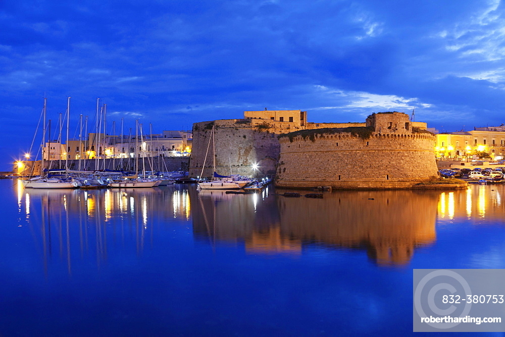 Historic centre with castle, city wall and harbor, dusk, Gallipoli, Province of Lecce, Salentine peninsula, Apulia, Italy, Europe