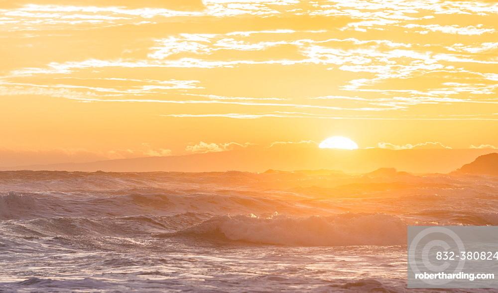 Sunset over the sea, Sandfly Bay, Dunedin, Otago Peninsula, Southland, New Zealand, Oceania