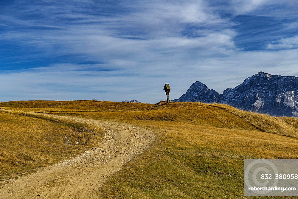 Trail with memorial cross and South Tyrolean mountains, St. Martin in Thurn, South Triol, Italy, Europe