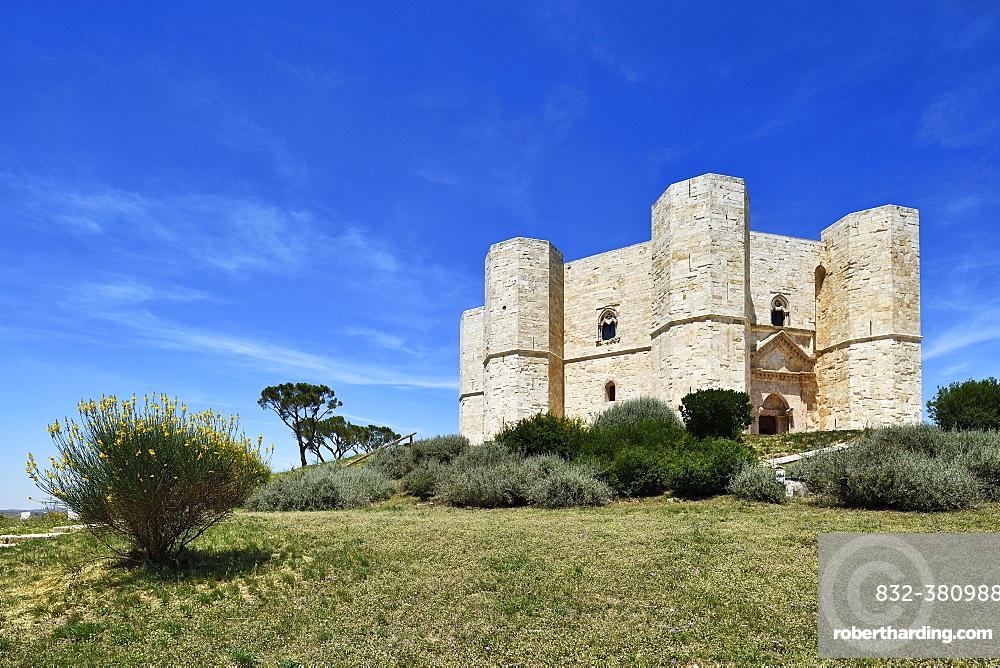 Castel del Monte Castle, Staufer Emperor Frederick II, UNESCO World Heritage Site, Province of Barletta-Andria-Trani, Apulia, Italy, Europe