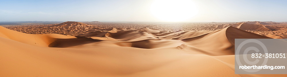 Sand dunes in the desert, dune landscape Erg Chebbi, Merzouga, Sahara, Morocco, Africa