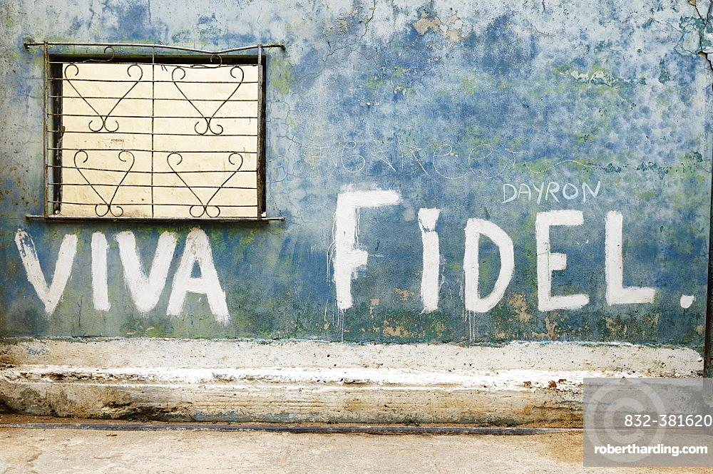 """""Viva Fidel"""" lettering on a wall, historic centre, La Habana Vieja, Havana, Ciudad de La Habana, Cuba, Central America"