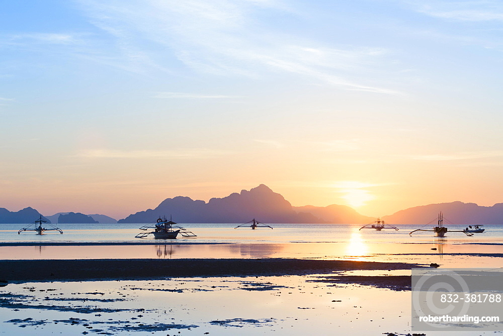 Sunset view from Corong Corong beach near El Nido, Bacuit archipelago, Palawan island, Philippines, Asia
