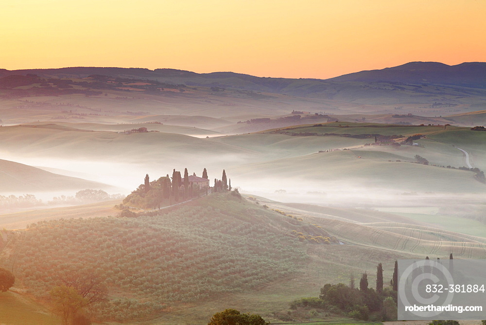 Farm house Belvedere at Sonnenuafgang, San Quirico d'Orcia, Val d'Orcia, UNESCO World Heritage Site, Province of Siena, Tuscany, Italy, Europe