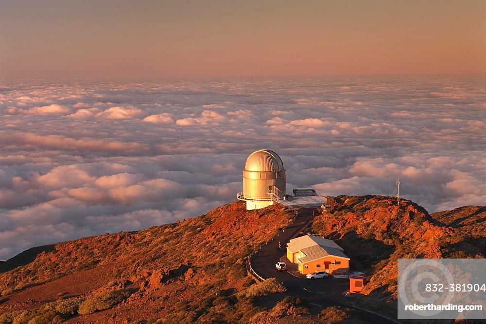 Observatory of the Roque de los Muchachos at sunset, Parque Nacional de la Caldera de Taburiente, La Palma, Canary Islands, Spain, Europe