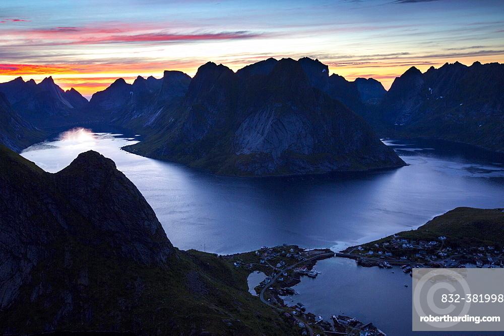 View from Reinebringen, Reinebriggen, 442m, midnight sun, Hamnoy, Reine and Reinefjord with mountains, Moskenes, Moskenesøy, Lofoten, Norway, Europe