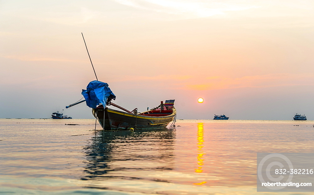Longtail boat, South China Sea at sunset with boats, Gulf of Thailand, Koh Tao island, Thailand, Asia