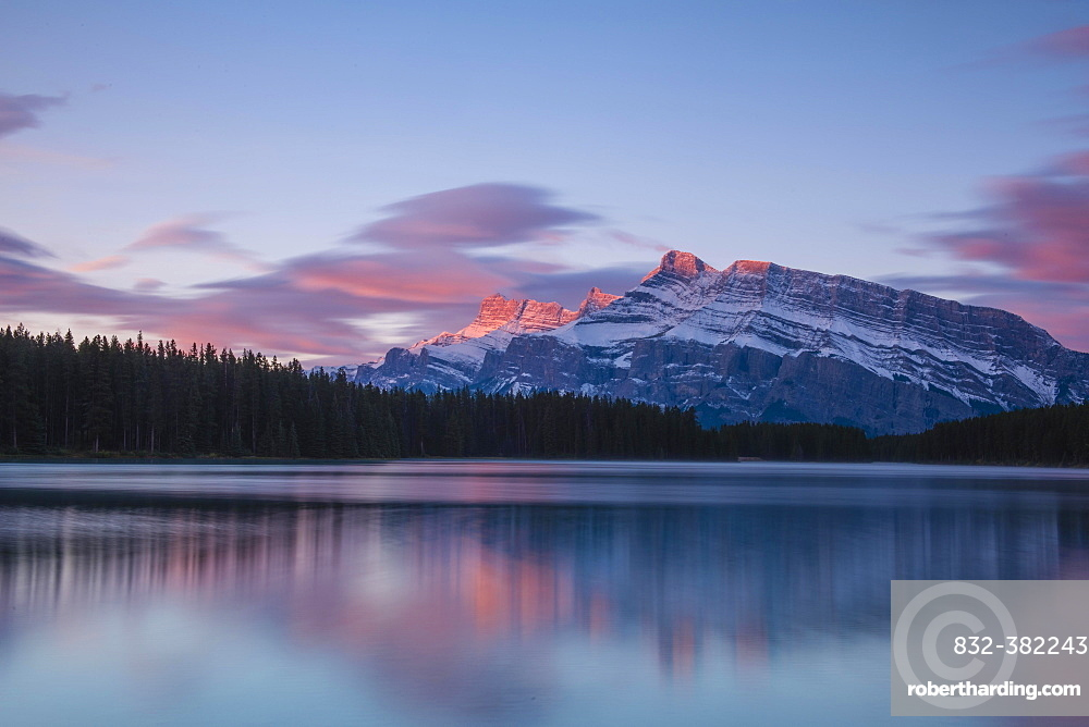 Two Jack Lake, Mount Rundle, Banff National Park, Canadian Rockies, Alberta Province, Canada, North America