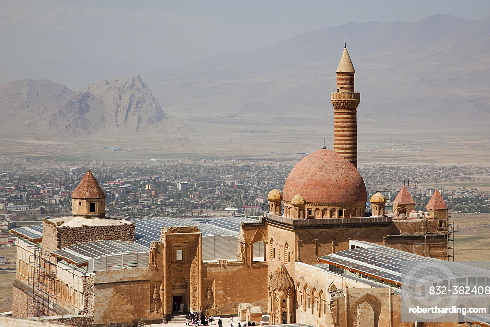 Ishak Pasha Sarayi, Dogubayazit in the back, Eastern Anatolia Region, Turkey, Asia