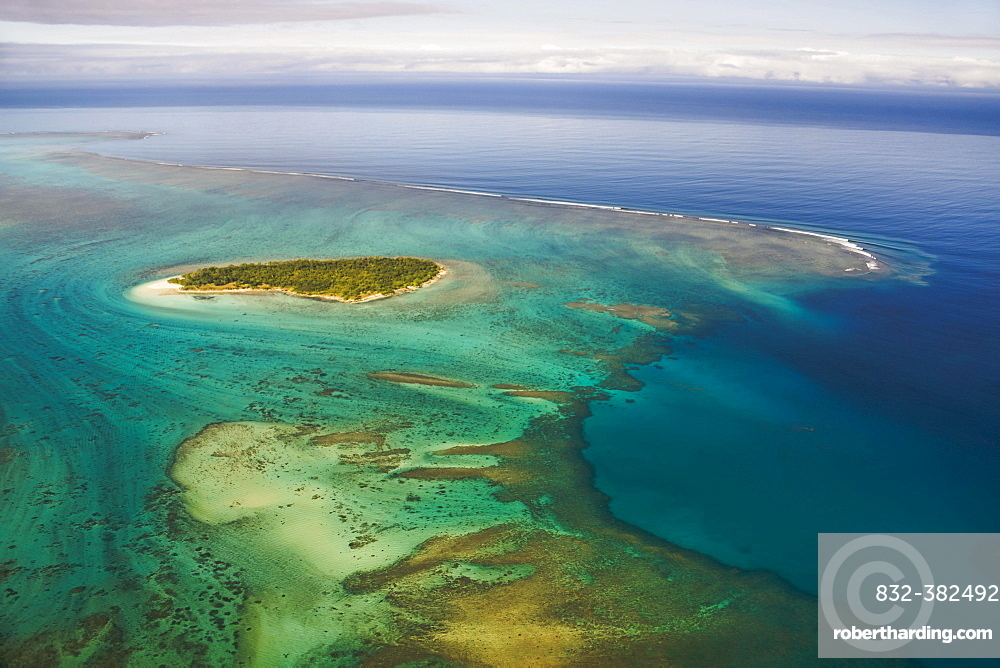 Island in the coral reef of Grande Terre, New Caledonia, Oceania