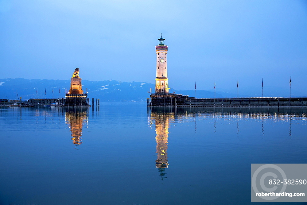 Evening in the harbor with lighthouse and Bavarian lion, Lindau, Lake Constance, Bavaria, Germany, Europe