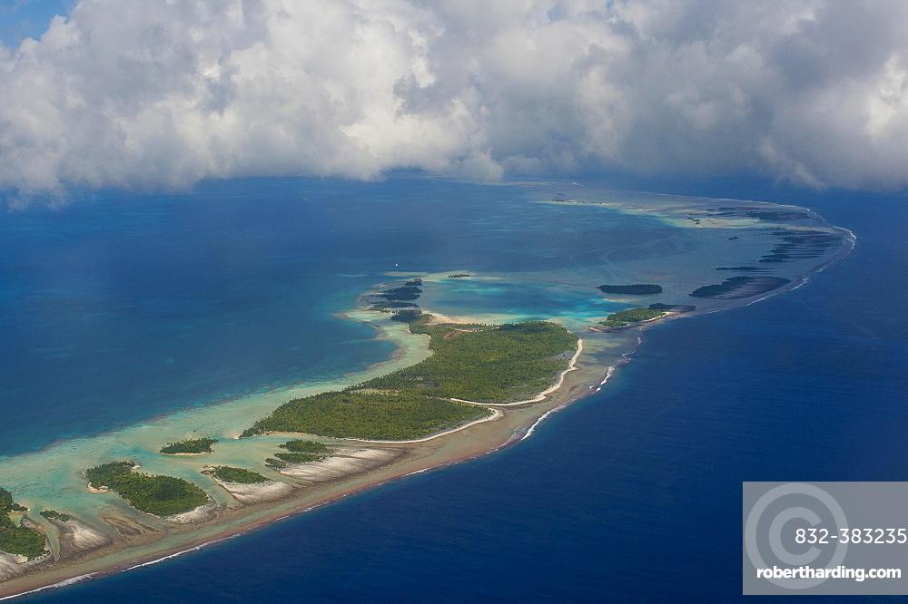 Aerial of the blue lagoon in Rangiroa, Tuamotu-Archipel, French Polynesia, Oceania