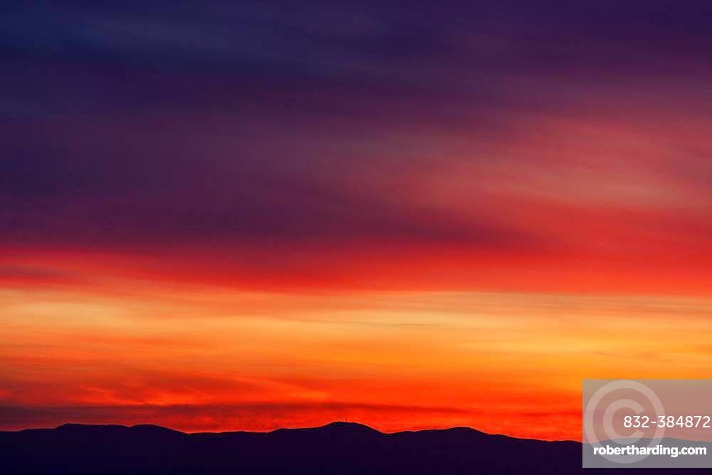 Red evening sky at sunset, behind the Palatinate Mountains, Dossenheim, Baden-Wuerttemberg, Germany, Europe