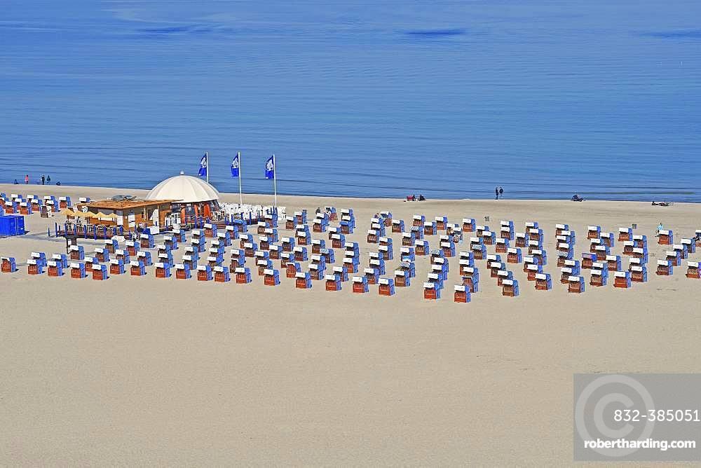 Bathing beach, wide sandy beach with beach chairs, Warnemuende, Mecklenburg-Western Pomerania, Germany, Europe
