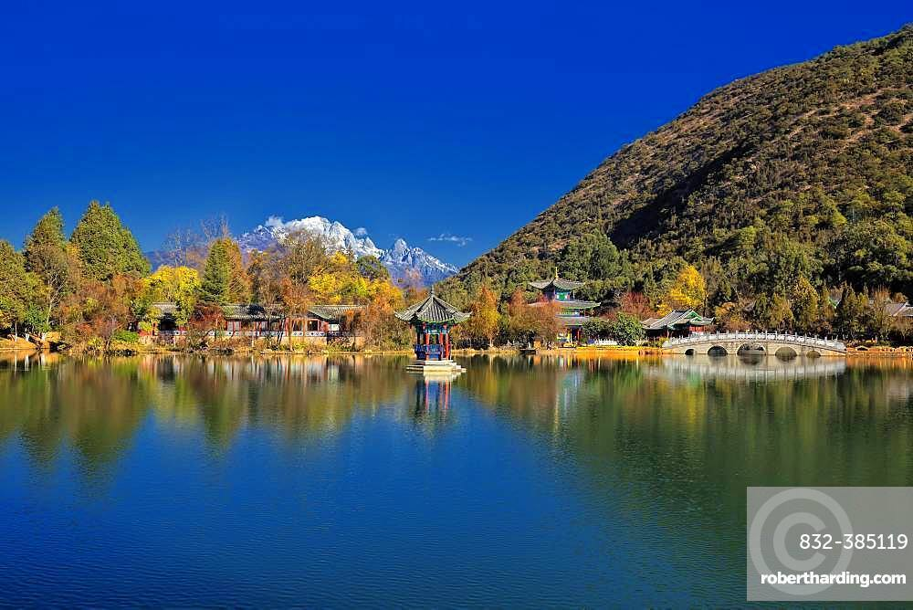 Lake of the Black Dragon, Black Dragon Pool, in the background the Jade Dragon Mountain, Unesco World Heritage Site, Lijiang, Yunnan Province, China, Asia