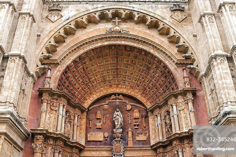 Cathedral La Seu, detailed view of the exterior facade, Palma de Majorca, Majorca, Balearic Islands, Spain, Europe