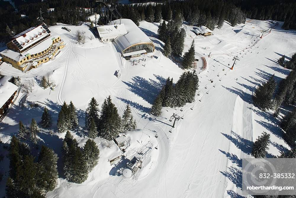Kreuzeck with witch's cauldron lift and fun park in the Garmisch Classic area, aerial view, Garmisch-Partenkirchen, Upper Bavaria, Bavaria, Germany, Europe