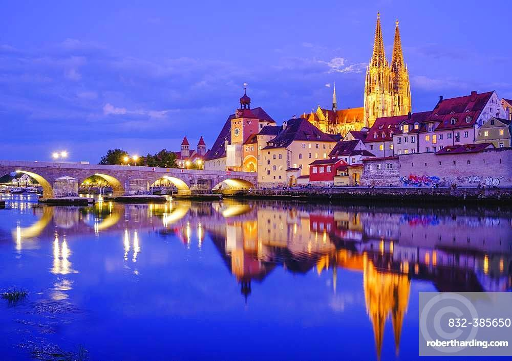 Stone bridge over the Danube and old town with cathedral at dusk, water reflection, Regensburg, Upper Palatinate, Bavaria, Germany, Europe