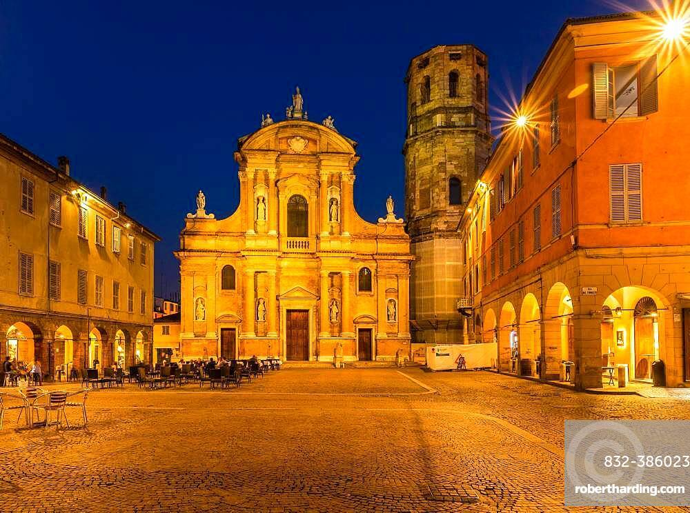 Piazza and Church of San Prospero at night, Reggio Emilia, Emilia-Romagna, Italy, Europe