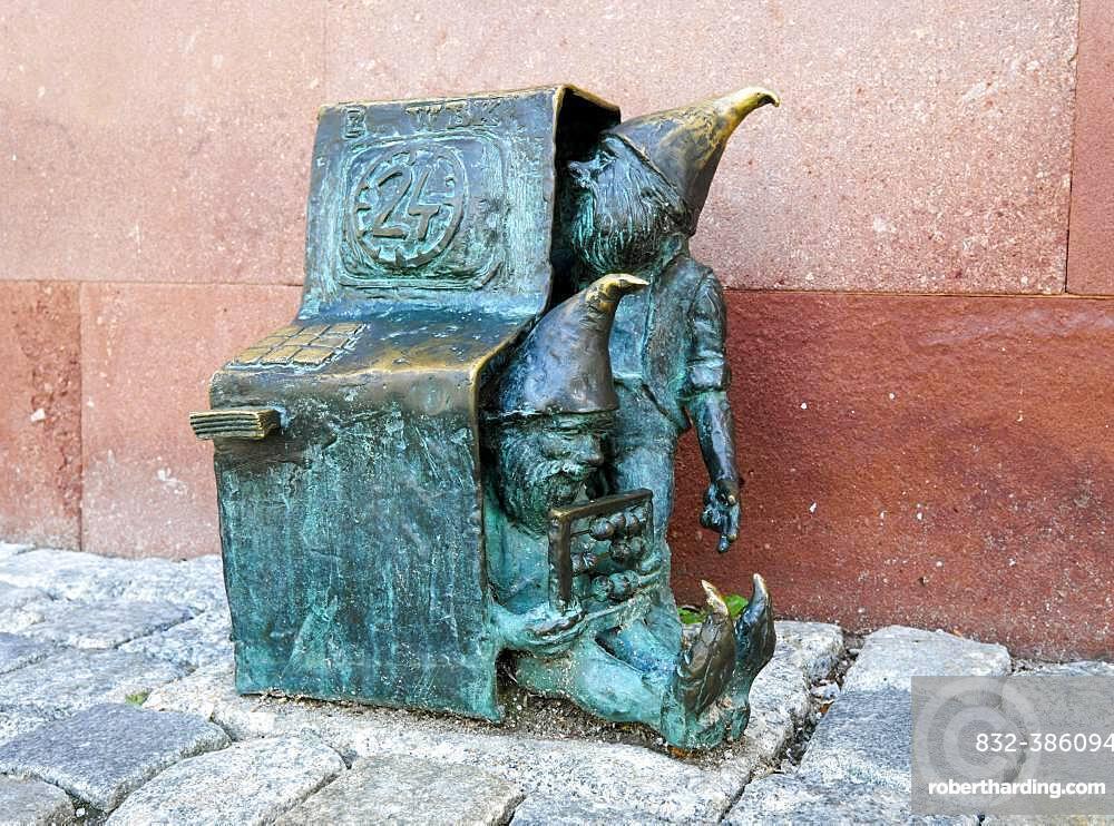 Dwarves at ATM, Bankomatki, Wroclaw's dwarfs, Wroclaw, Poland, Europe