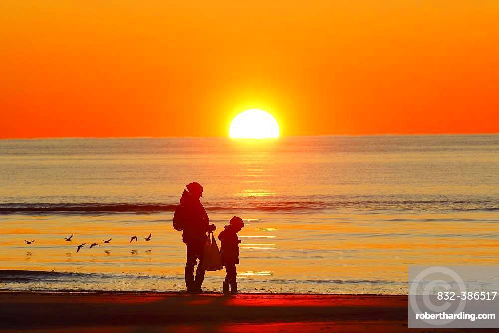 Mother and child on the beach at sunset, St. Peter-Ording, North Sea, Schleswig-Holstein Wadden Sea National Park, Schleswig-Holstein, Germany, Europe