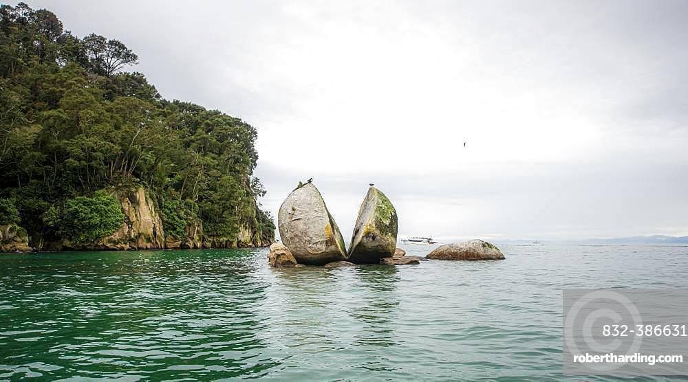 Cleaved rock, Split Apple Rock, Abel Tasman National Park, Tasman Region, Southland, New Zealand, Oceania