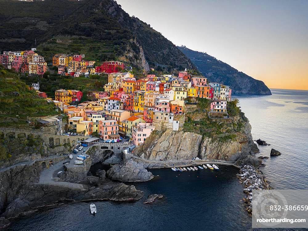 Colorful houses in the coastal town of Manarola, Cinque Terre, province of La Spezia, Italy, Europe