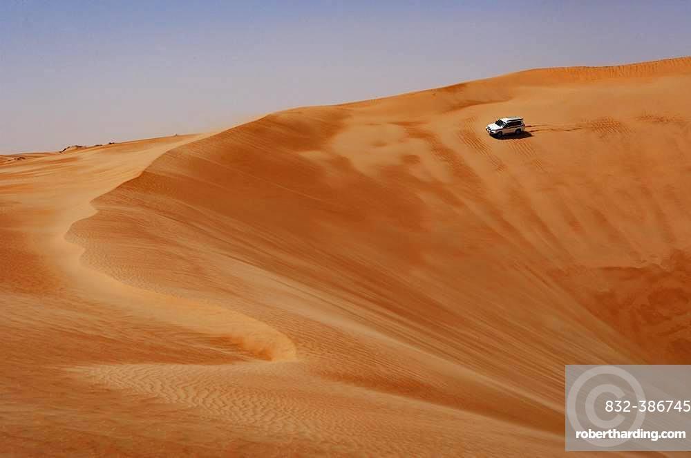 Off-road vehicle drives on sand dune, desert safari, desert Rimal Wahiba Sands, Oman, Asia