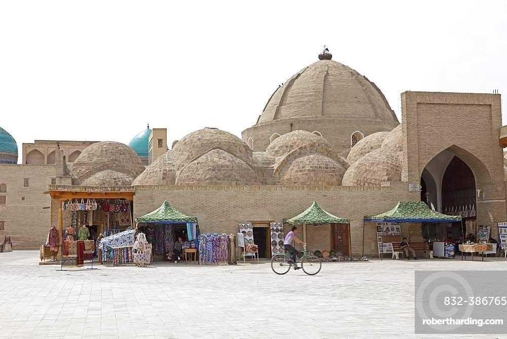 Souvenir shops at the entrance to the Toqi Zargaron Dome Bazaar, Old Town Bukhara, Buxoro Province, Uzbekistan, Asia